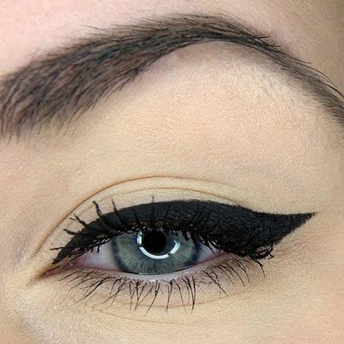 Easy Cat Eye Makeup: 5 Simple Steps to Winged Eyeliner ... |Makeup Eyeliner Cat Eyes