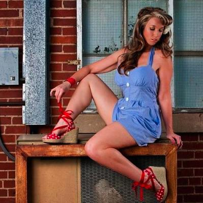Pin-Up Wifey